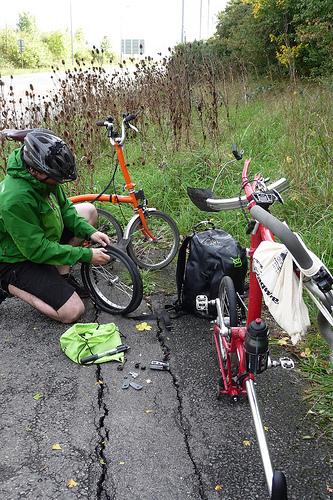 Comment poser le vélo pour réparer une crevaison. Roue%20avant